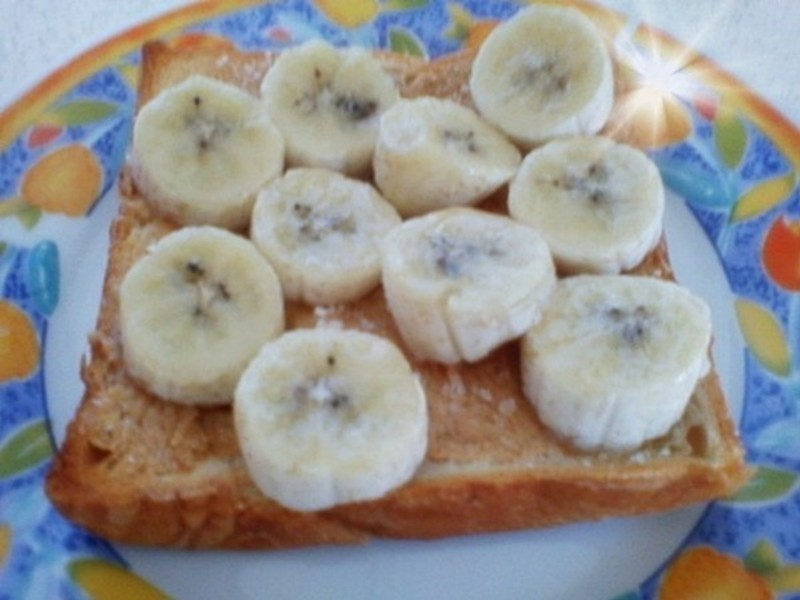 超簡單 香蕉花生醬吐司