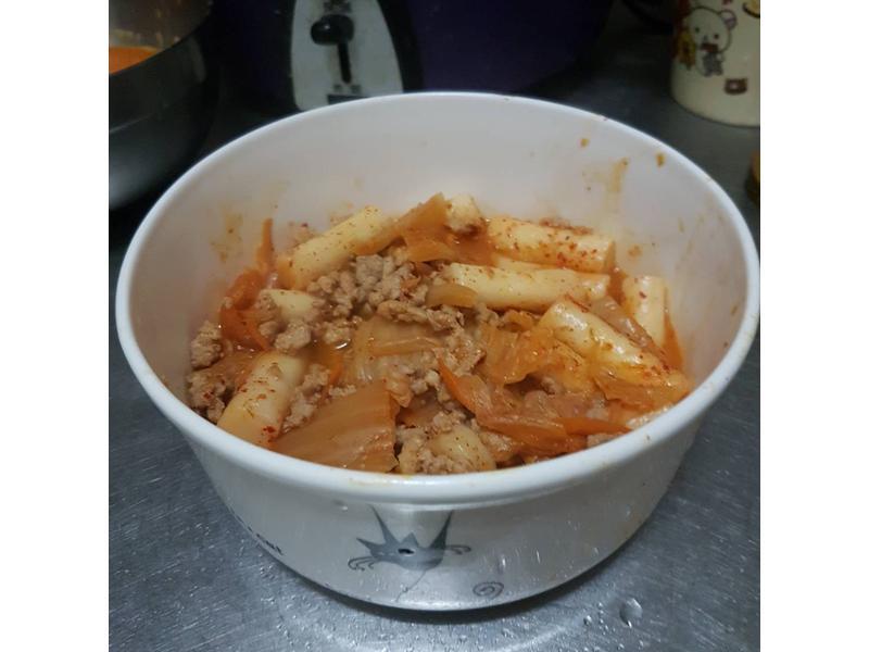 【慵懶小廚】泡菜豬肉拌年糕