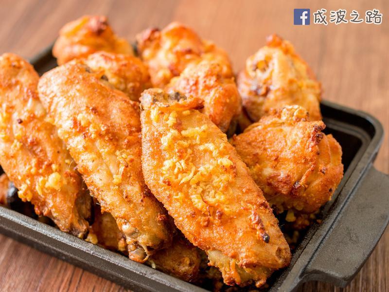 【影片】蒜香奶油脆焗雞翅