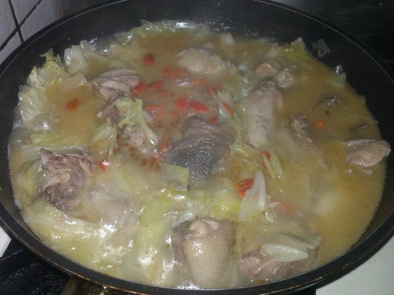 高麗菜麻油雞湯