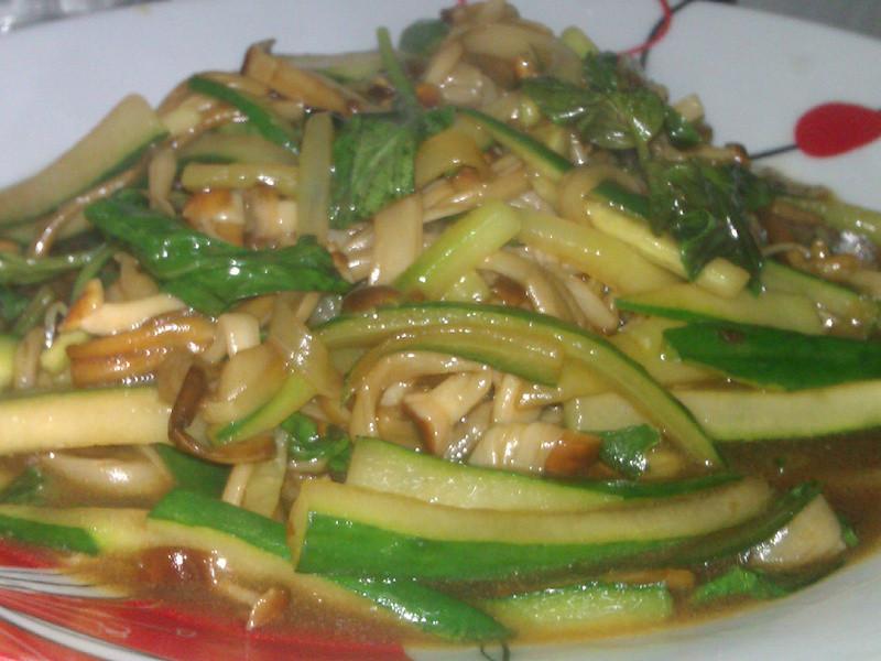 塔香蠔油拌炒黃金菇