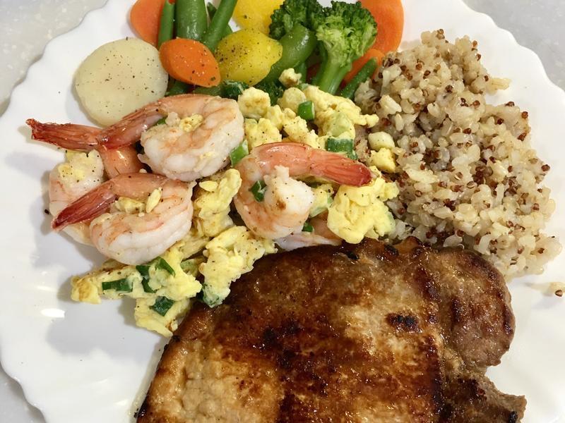 高蛋白「有蝦蛋菜的豬排糙米飯」395卡