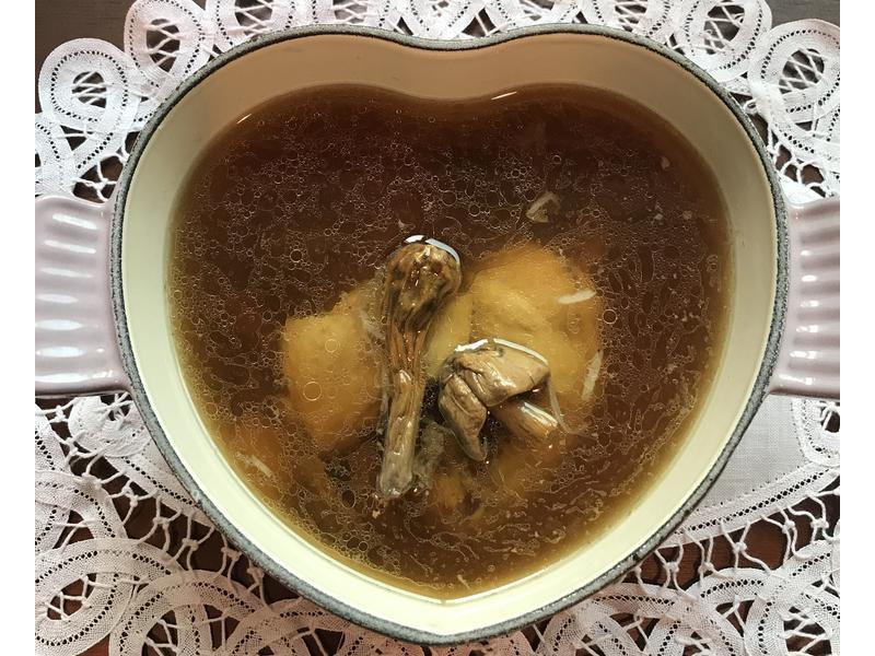 巴西蘑菇百合燉雞湯