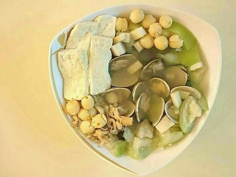 絲瓜蛤蜊豆腐香菇蓮子盅