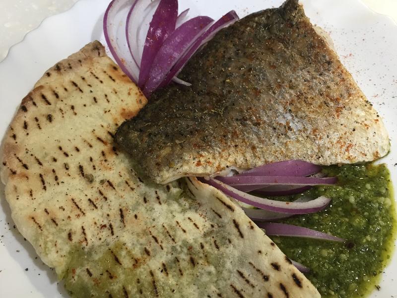 高蛋白「青醬鱸魚還有皮塔餅」300卡