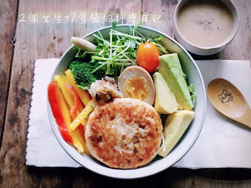 鮭魚漢堡排和風丼佐柚子醋沙拉+豆芽濃湯