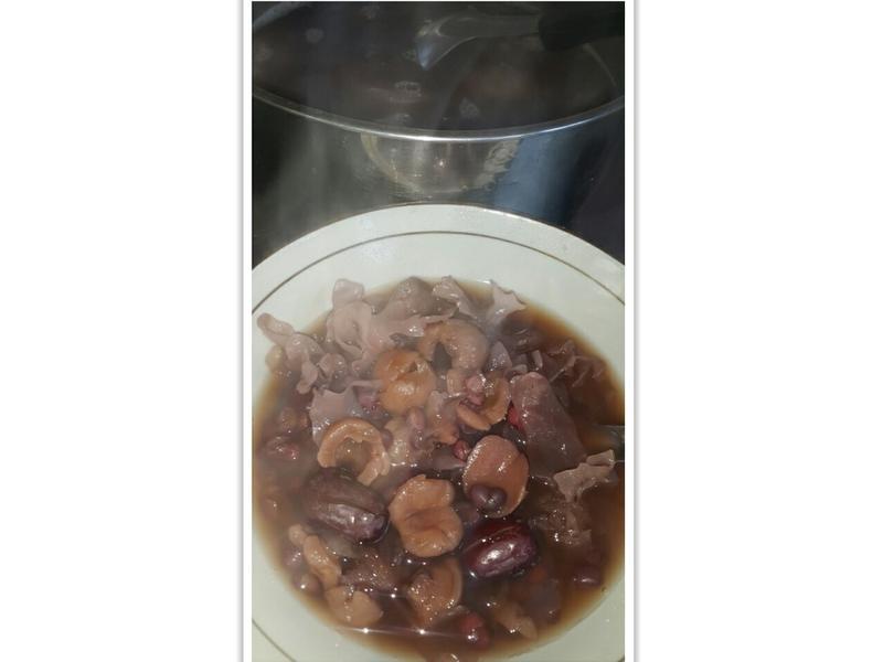 水梨銀耳桂圓紅棗紅豆湯
