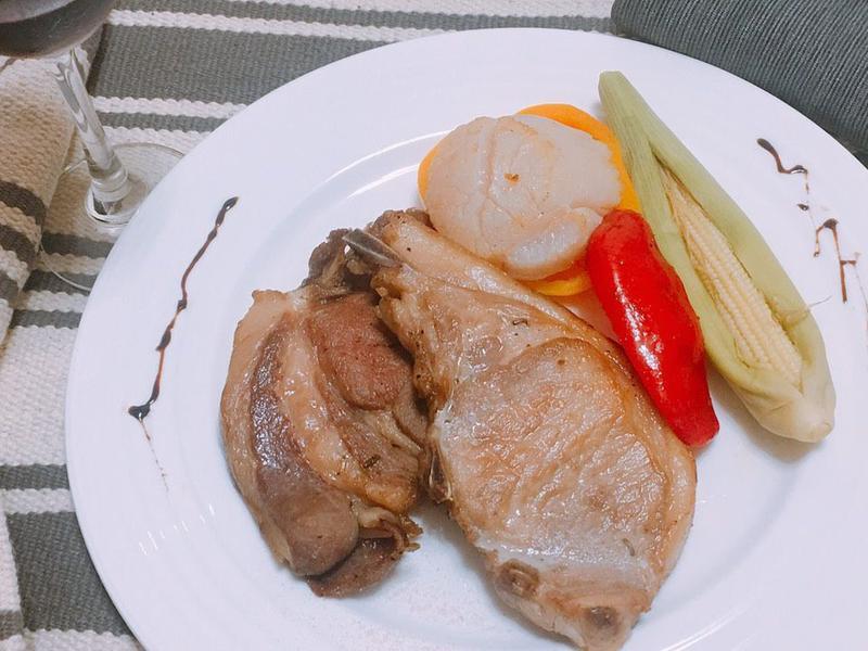 美味年菜料理-1噶瑪蘭豬排佐爐燒鮮蔬干貝