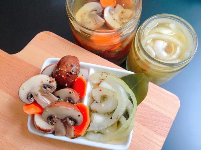 開胃小菜~ 義式香料醋漬蘑菇.洋蔥