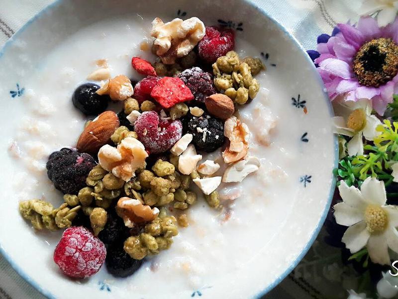 宇治抹茶穀米莓果燕麥碗