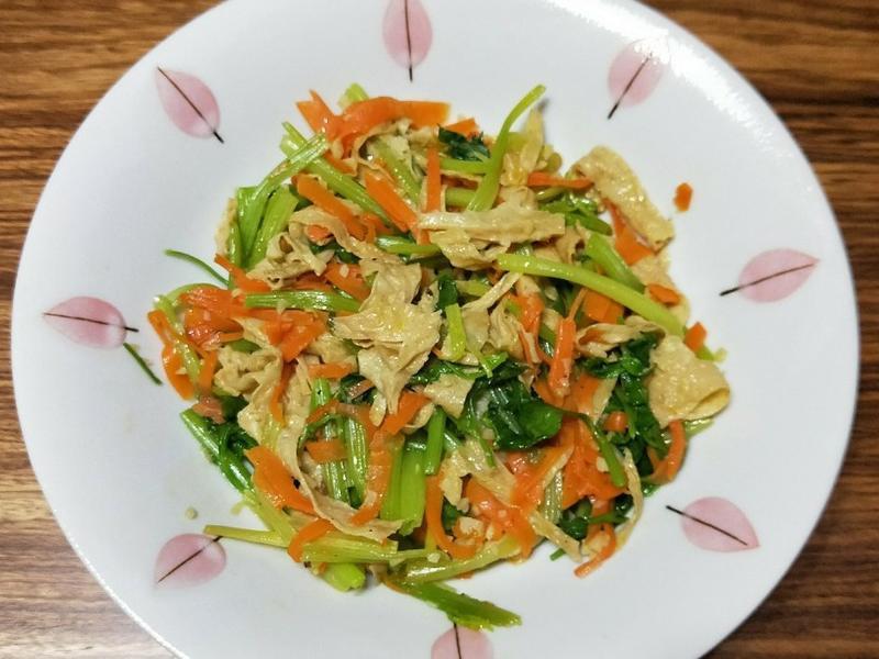 清炒芹菜豆皮