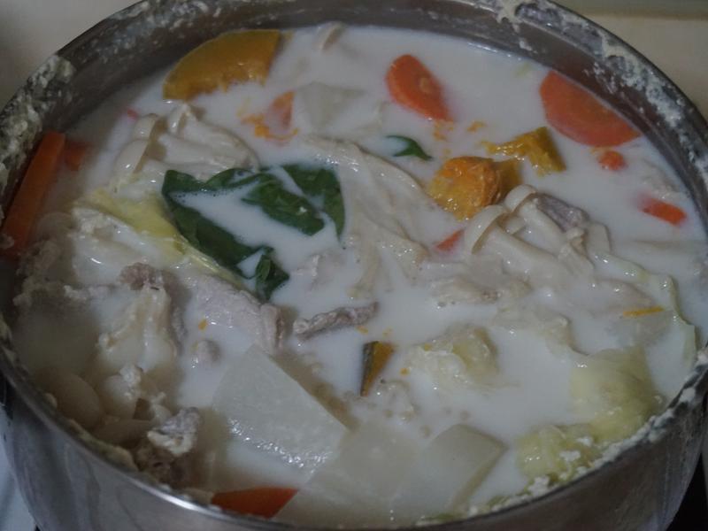 椰子鮮奶蔬食鍋「半天水 純天然椰子水」