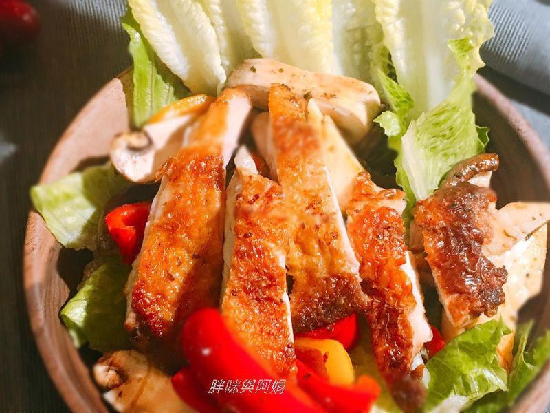 迷迭香雞腿排溫沙拉-香煎雞腿排與烤雞腿排