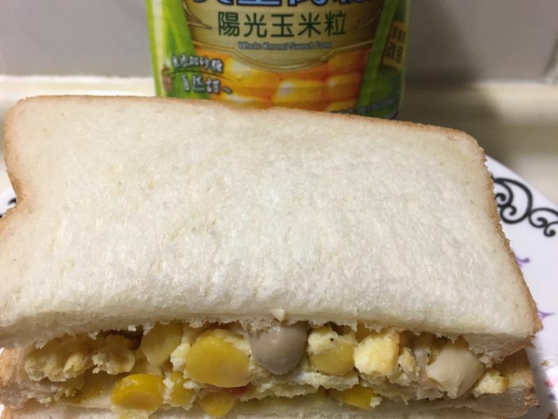 玉米蛋三明治(愛之味黃金萬穗玉米粒)