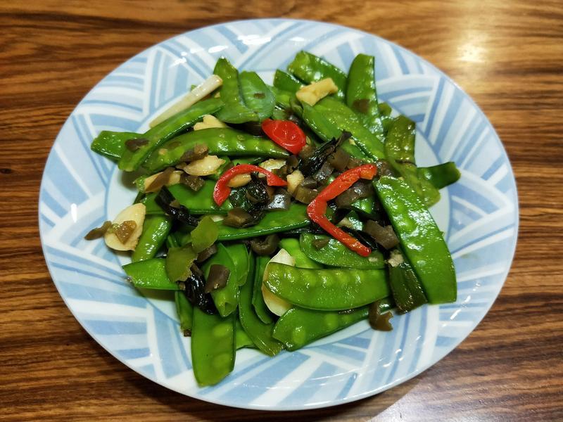 剝皮辣椒清炒荷蘭豆