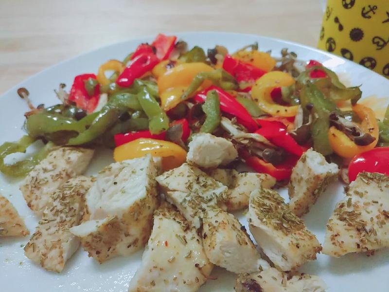 烤雞胸肉蔬菜