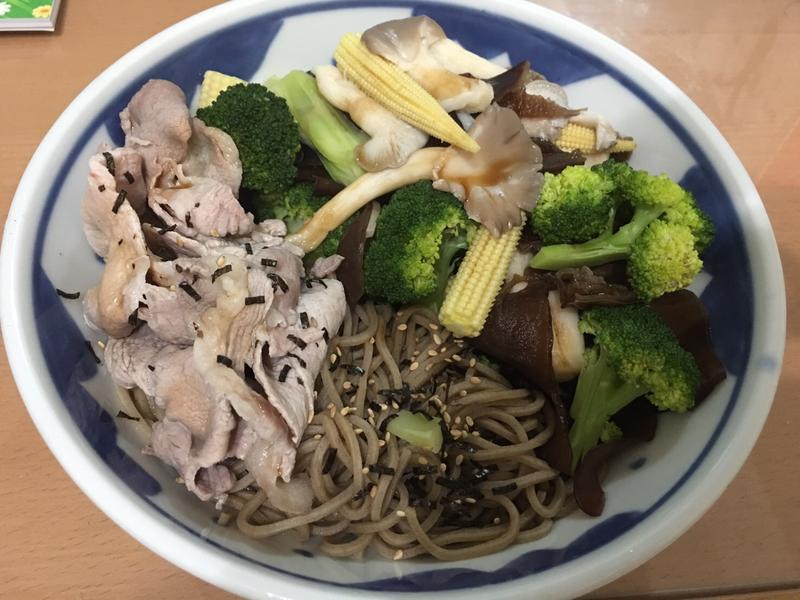 日式蕎麥麵佐青菜