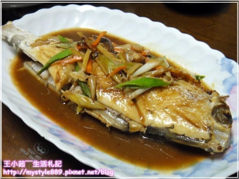 五月花妙用廚房紙巾-蒜香紅燒魚