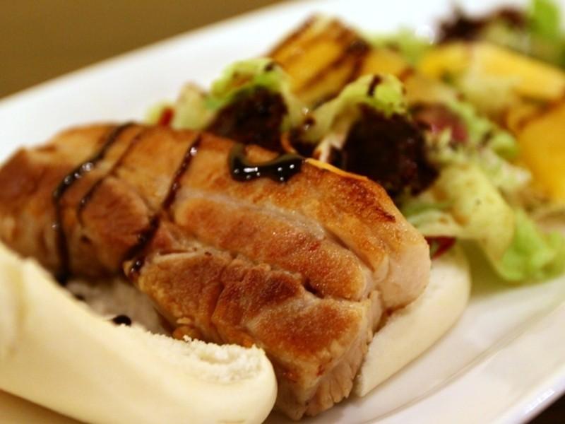 【潮爆大肚皮料理教室】義式香煎刈包豬排佐西瓜生菜沙拉