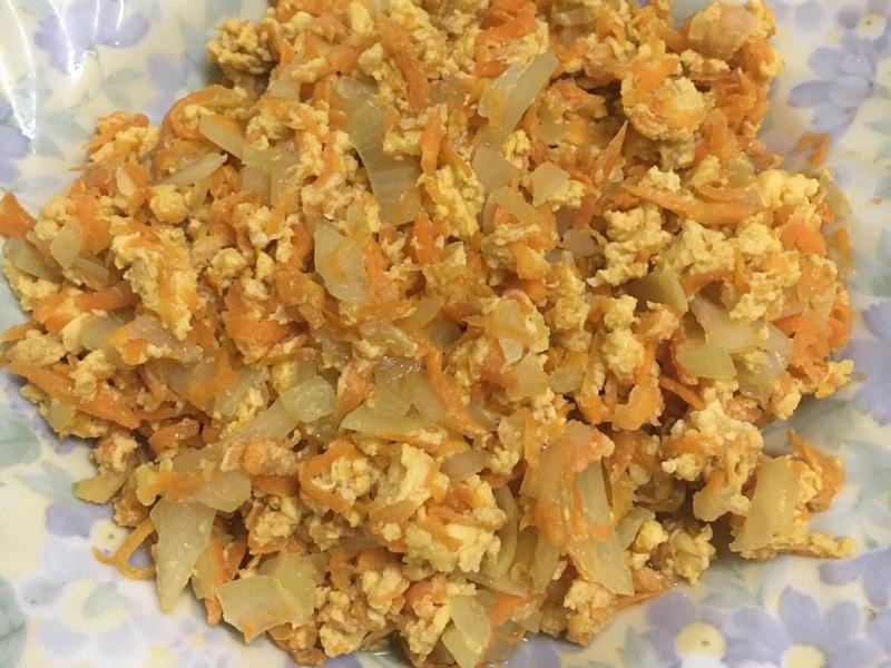 紅蘿蔔炒洋蔥蛋