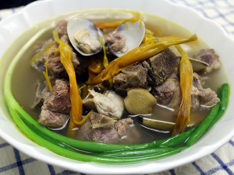 鮮味金針排骨湯