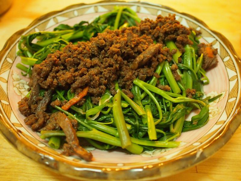 牛肉燥空心菜