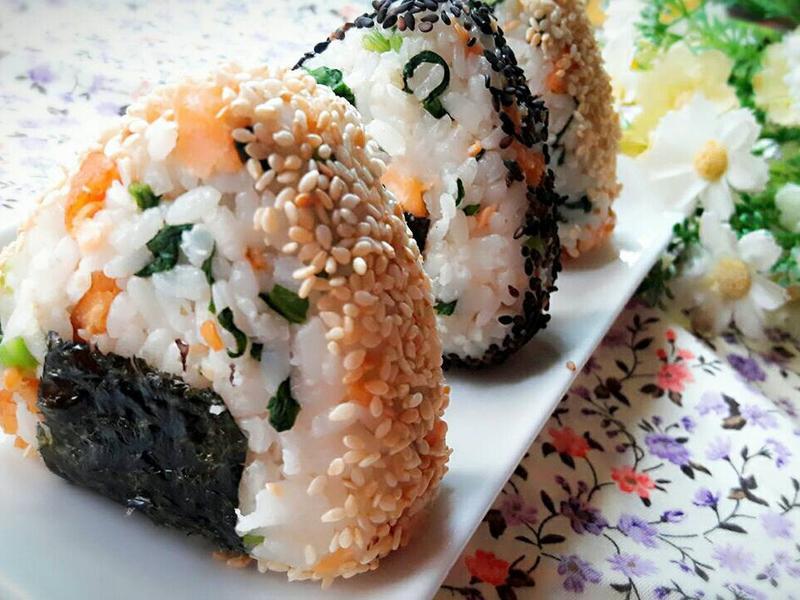 菠菜鮭魚飯糰