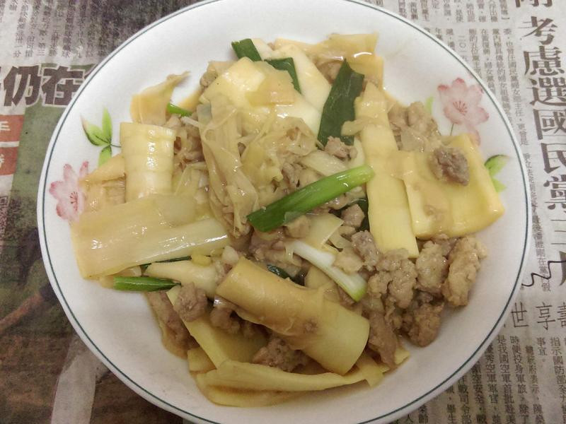 ¥ 桂竹筍炒肉肉 ¥