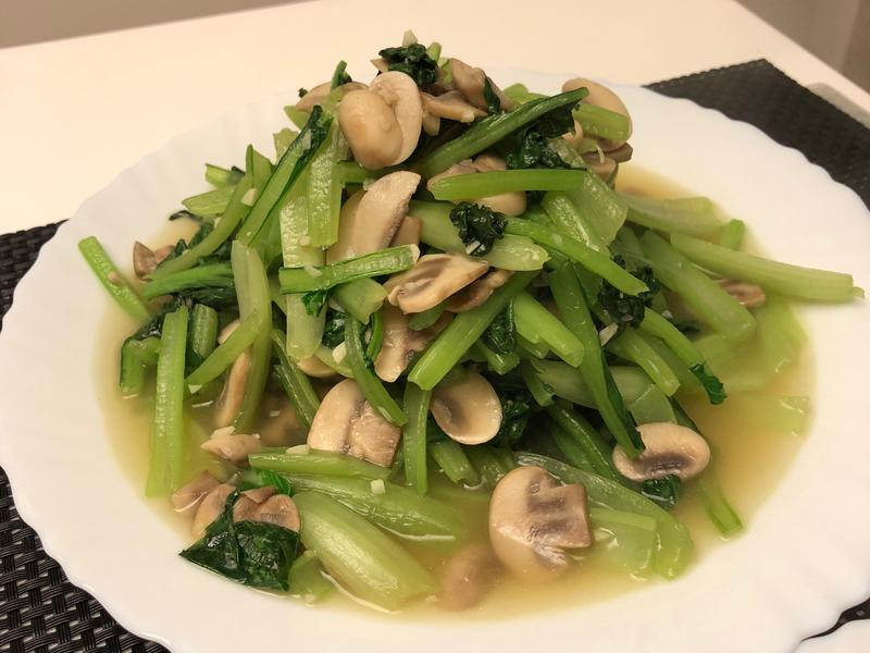 菠菜炒蘑菇