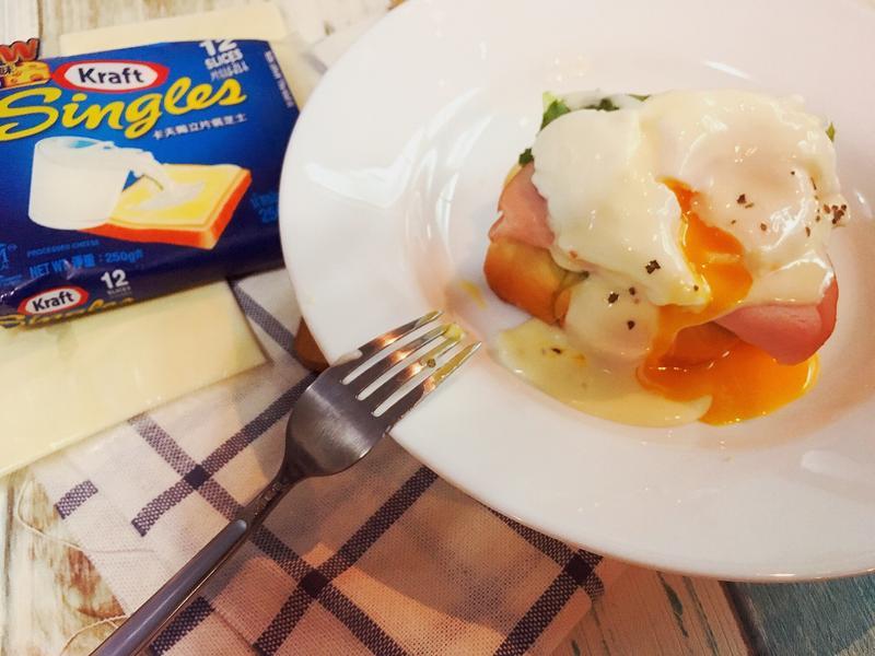 香濃起司醬版班尼迪克蛋《使用卡夫起司片》