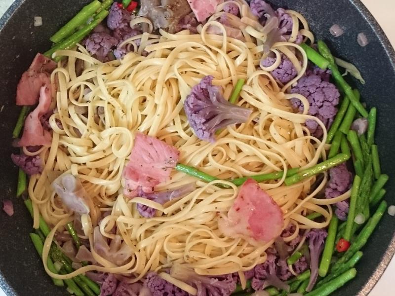 紫花椰蘆筍義大利麵