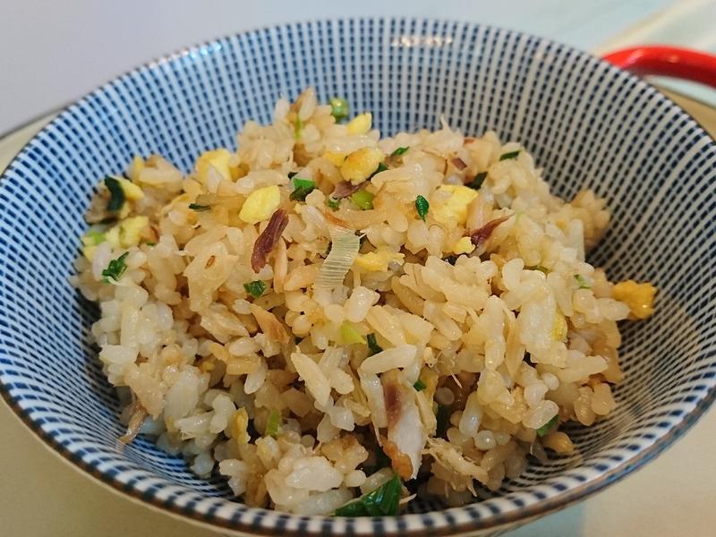 蒜苗鹹魚蛋炒飯