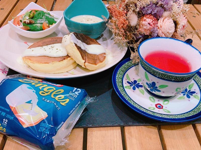 舒芙蕾厚鬆餅佐濃郁起司醬(卡夫起司)