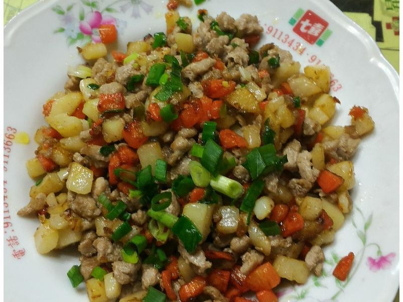 胡蘿蔔馬鈴薯炒肉末(台糖安心豚)