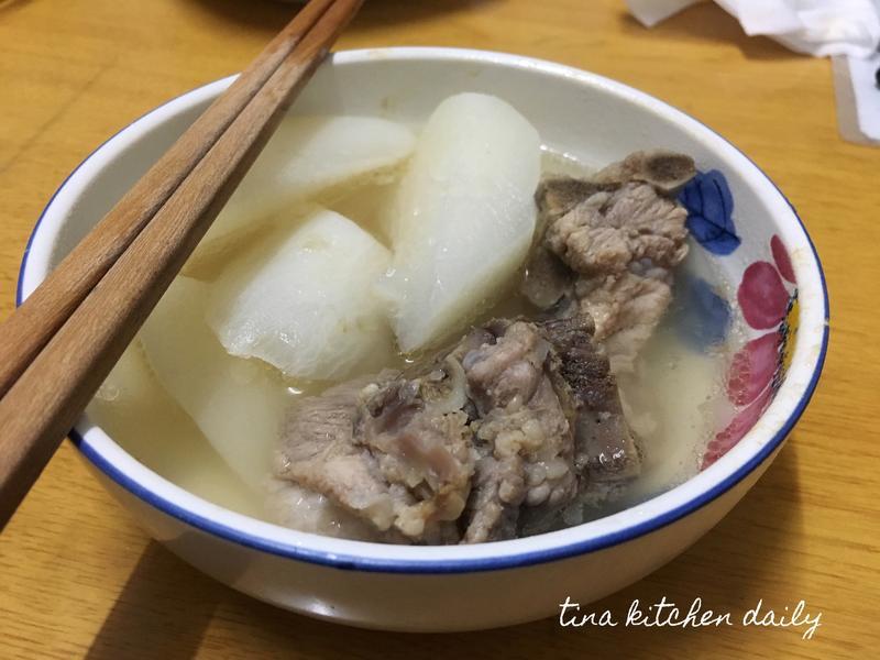 簡易電鍋蘿蔔龍骨湯(台糖安心豚)