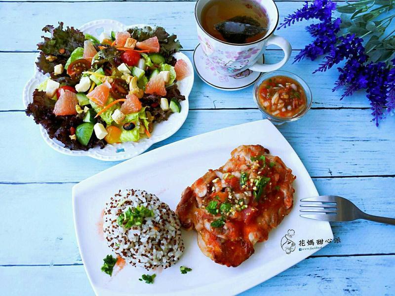 午餐:莎莎鮮味嫩雞紅藜套餐+無糖綠茶