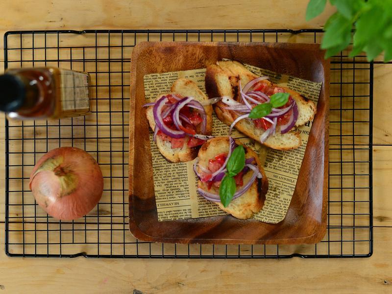 【小磨坊】番茄羅勒佐火烤大蒜麵包