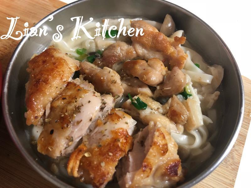 蔥香雙菇雞腿肉湯麵