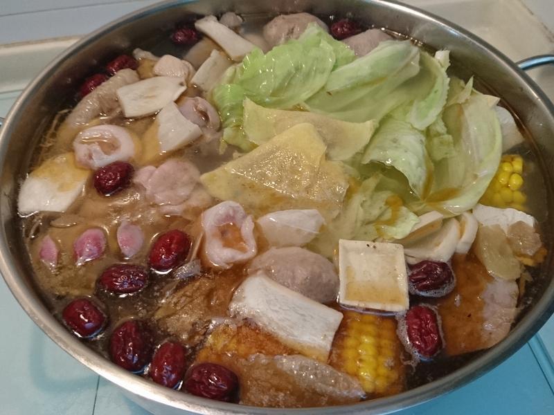 暖呼呼麻油雞火鍋