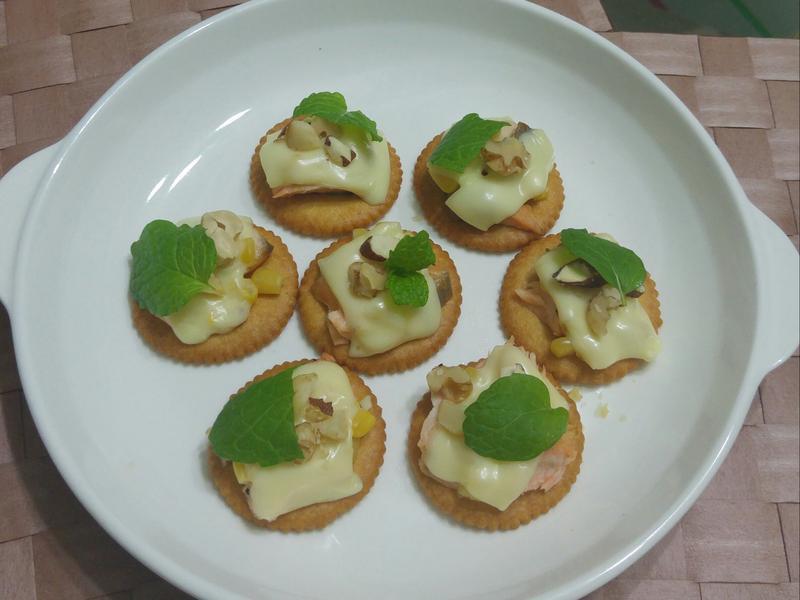 鮭魚起司小圓餅-派對開胃菜