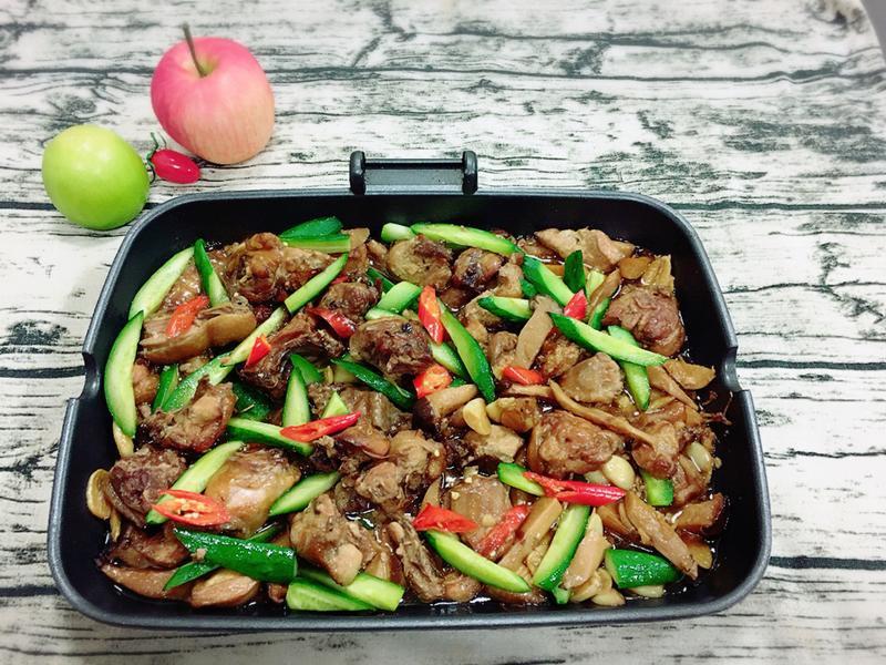 醬燒雞燴杏鮑菇佐小黃瓜(水波爐料理)