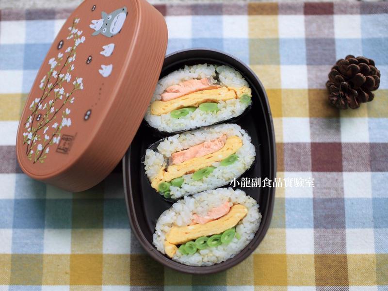 幼兒食譜【免捏鮭魚煎蛋飯糰】