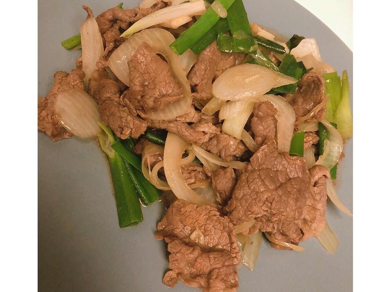 懶人料理包之吃剩的火鍋肉片~蔥爆牛肉