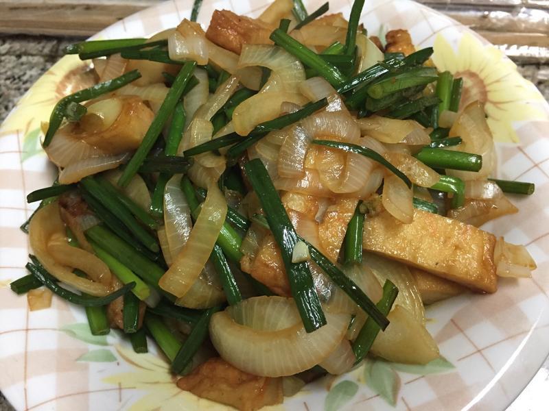 洋蔥韭菜花炒甜不辣