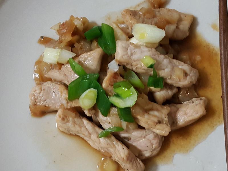 無油料理:洋蔥炒肉