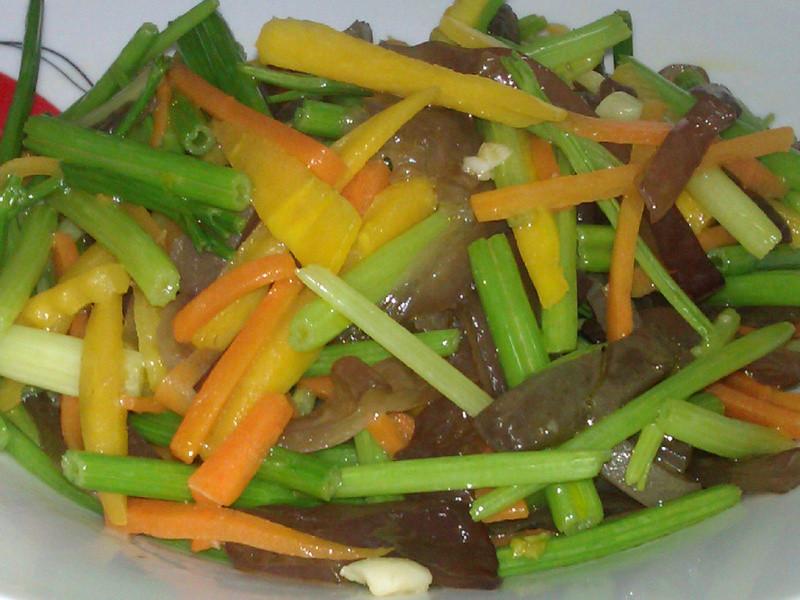 【康寶鮮味炒手】~芹菜木耳時蔬