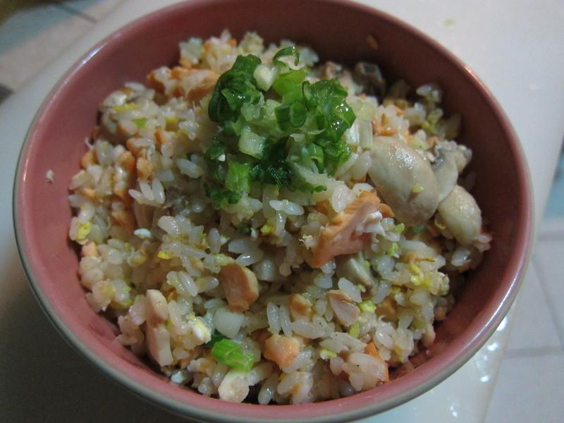 康寶鮮味炒手-鮭魚蘑菇炒飯