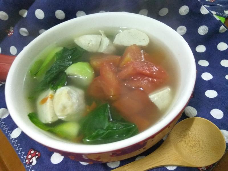 十分鐘靚湯上桌─蕃茄魚丸蔬菜湯