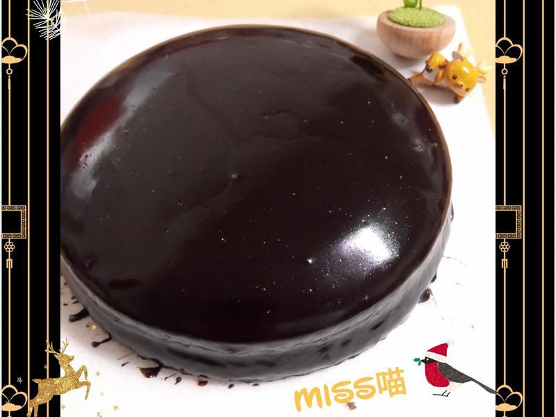 法芙娜可可棉花蛋糕佐甘納許淋醬