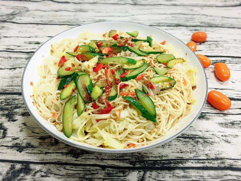 高麗菜撈麵佐小黃瓜【不一樣家常菜】